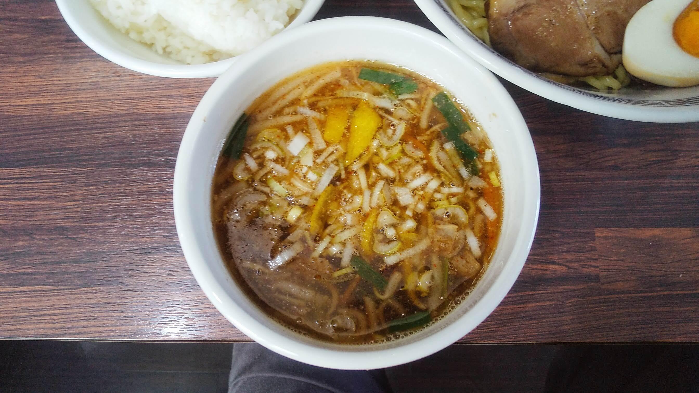 中華そば新のつけ麺のつけ汁の写真