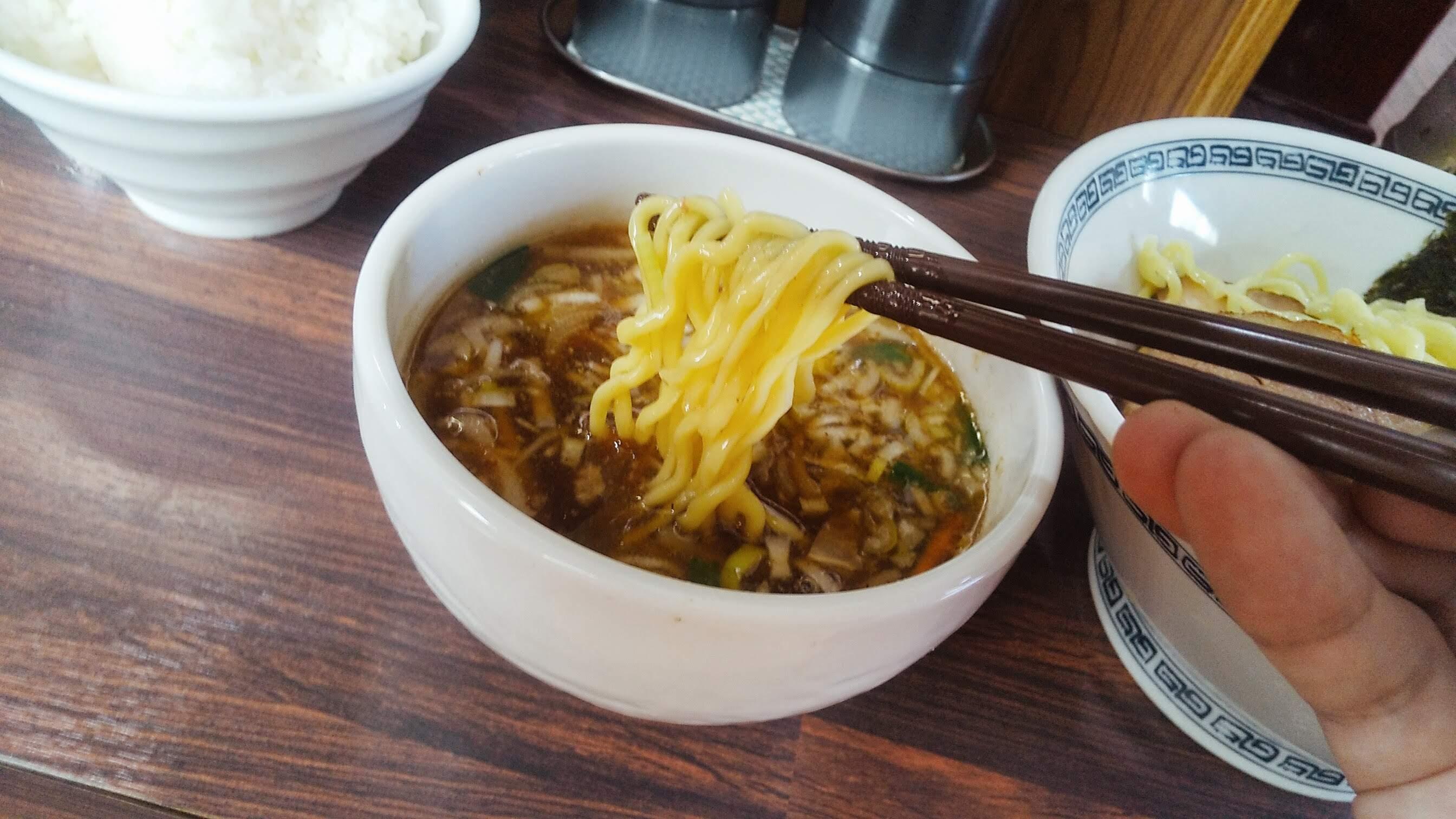 中華そば新のつけ麺の麺リフト写真