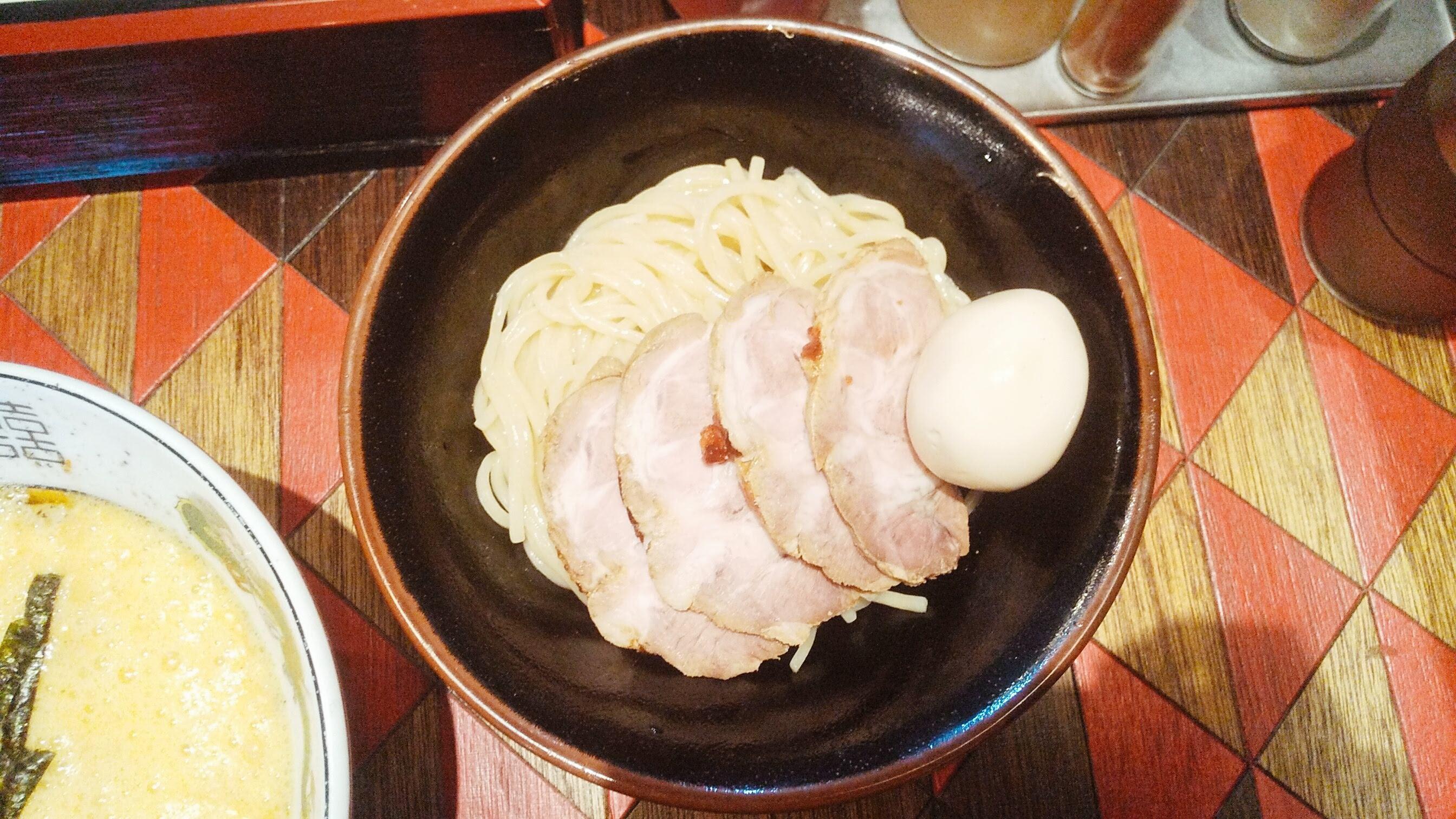 逆流の納豆つけ麺の麺皿の写真