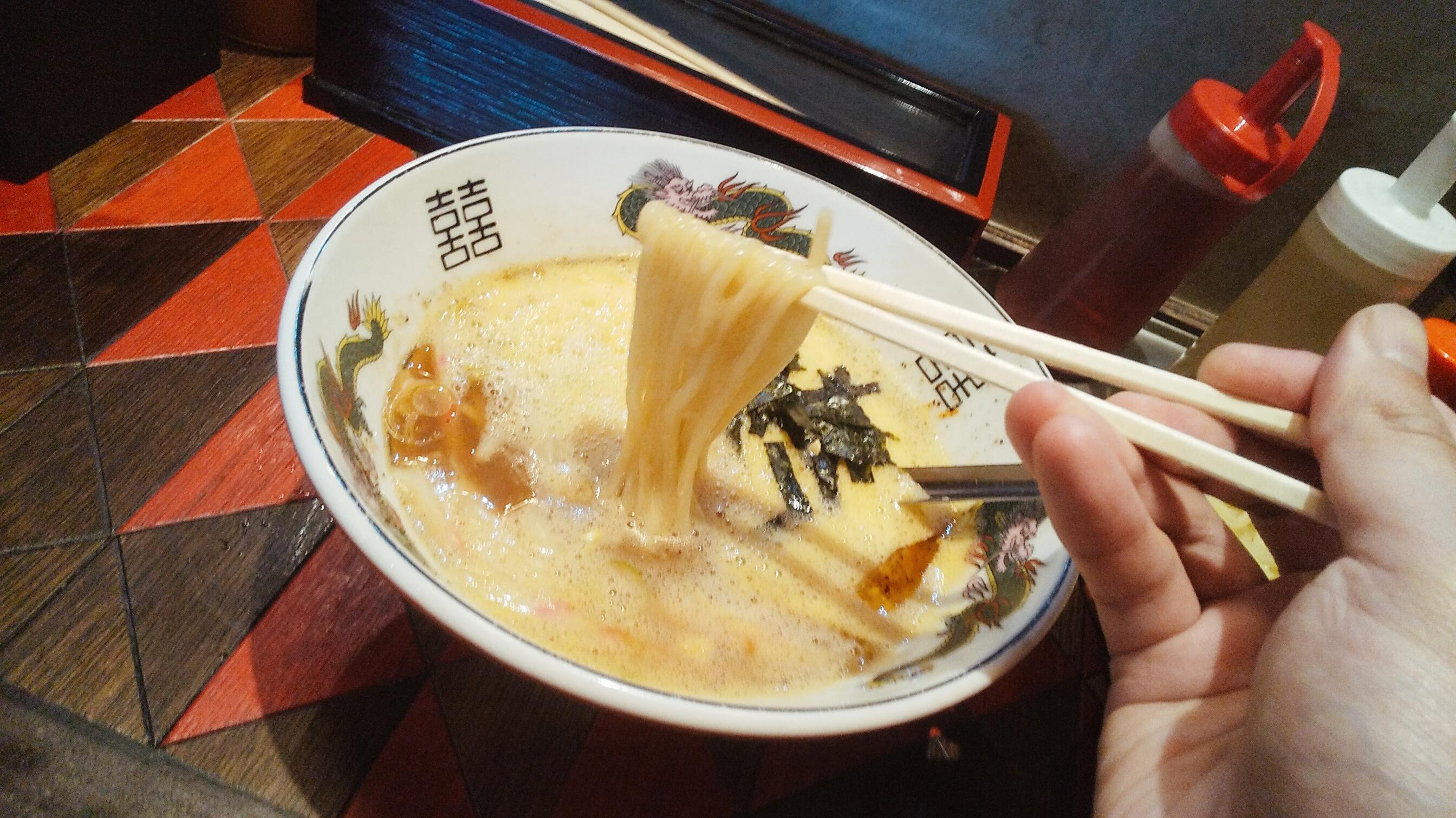 逆流の納豆つけ麺の麺リフト写真