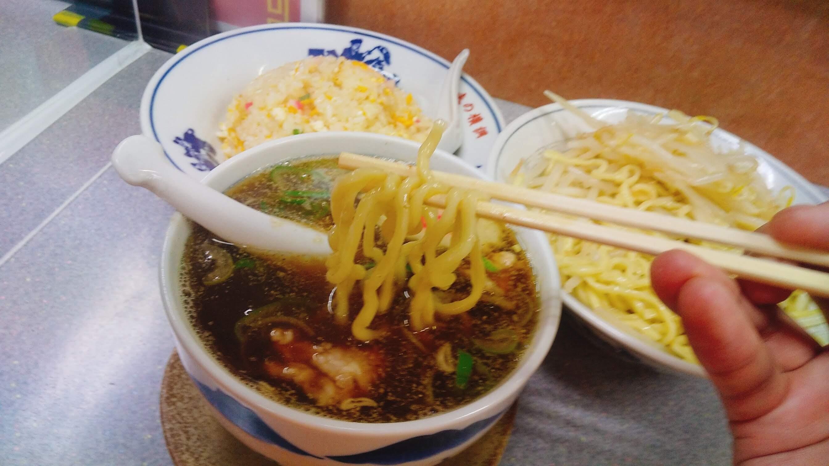 味の横綱のつけ麺の麺リフト写真