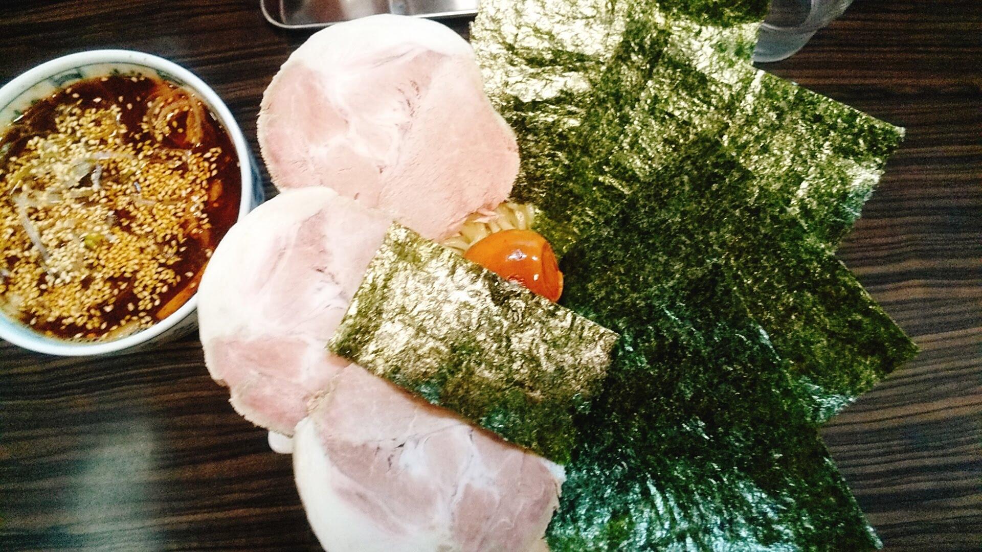 盛のスペシャルつけ麺の麺皿の写真