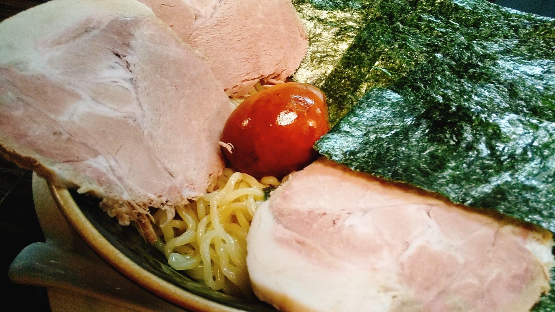盛のスペシャルつけ麺の味玉アップの写真