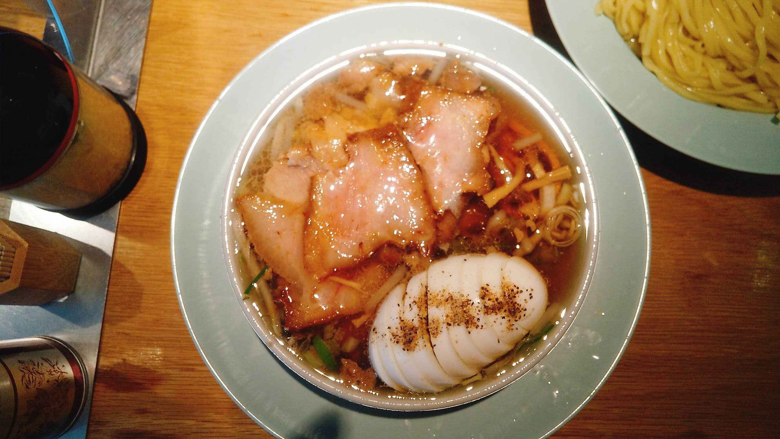 えっちゃんラーメンのチャーシュー盛り中華の漬け汁の写真