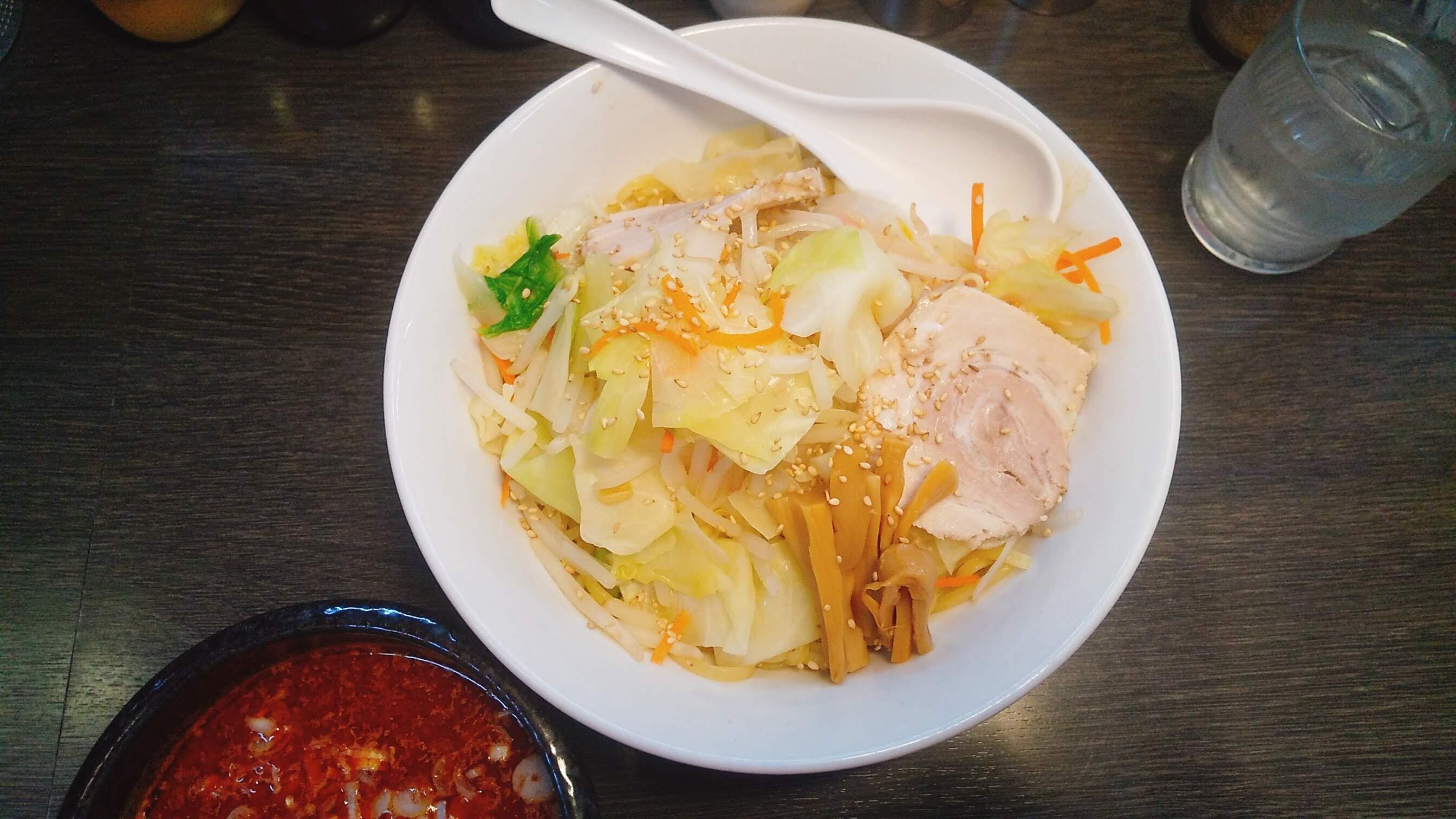 味噌一の激辛つけ麺の麺皿の写真