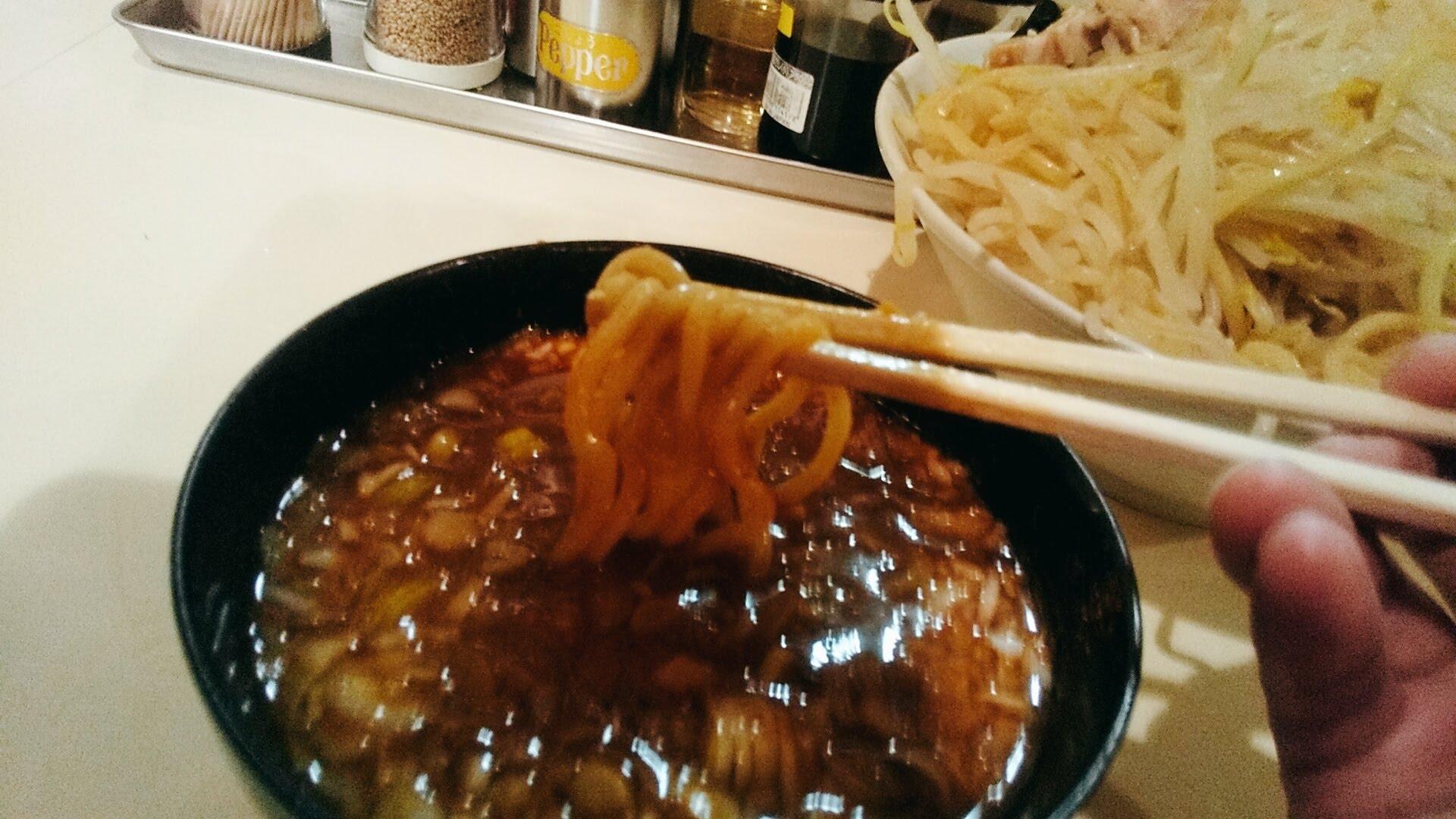 ぶんすけのヤンキーつけ麺の麺リフト写真