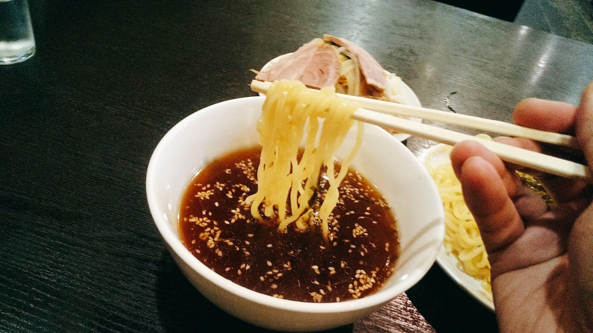 高政家のつけ麺の麺リフト写真