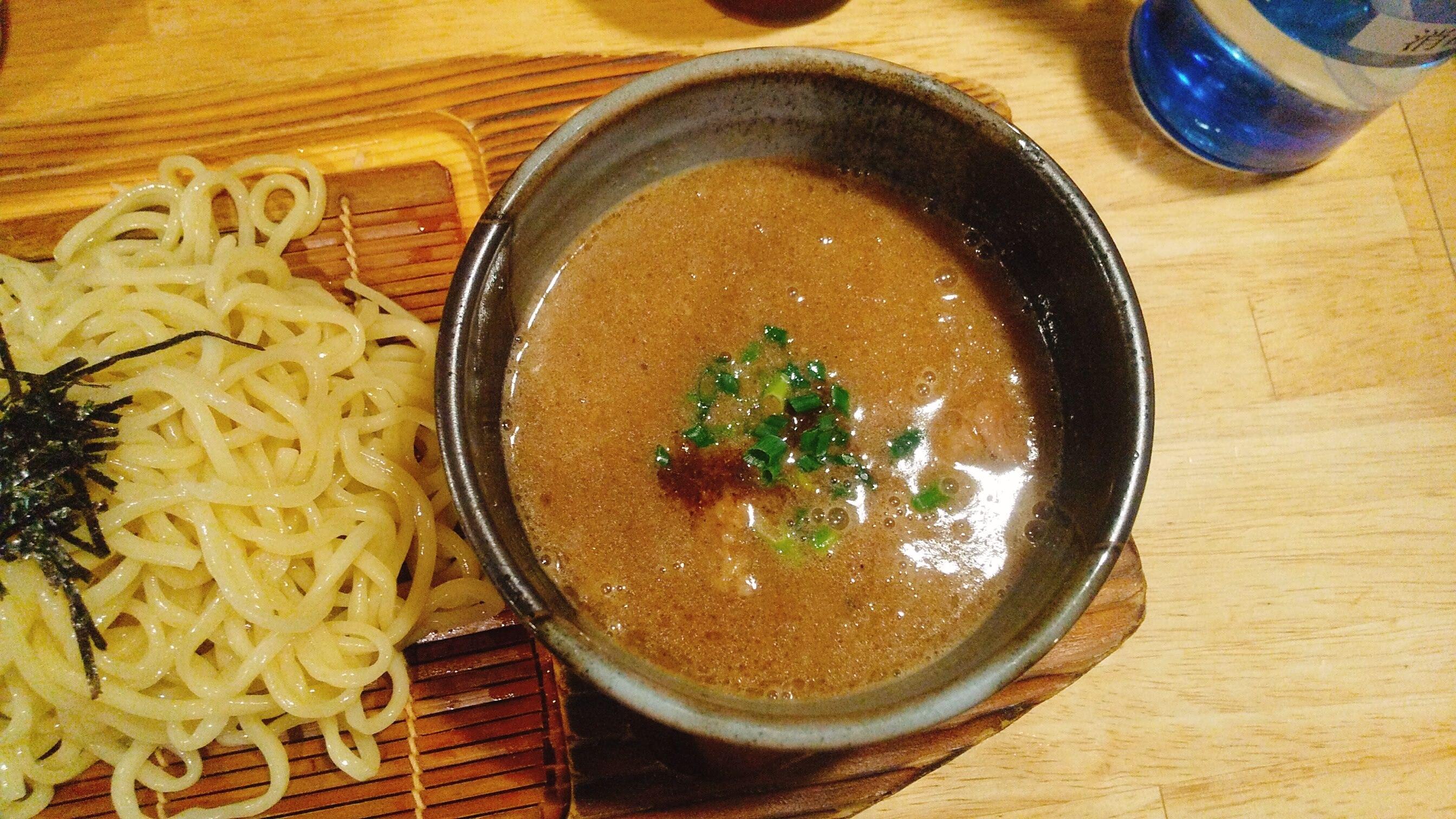 城南らーめん紫龍のつけ麺のつけ汁の写真