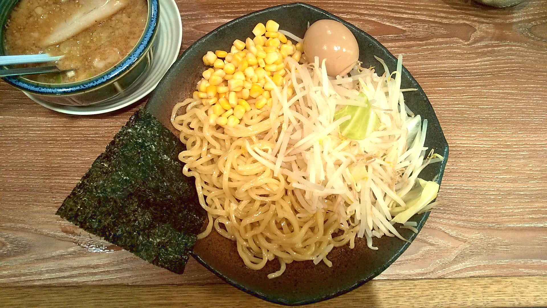 旭川味噌ラーメンばんからのつけ麺の麺皿の写真