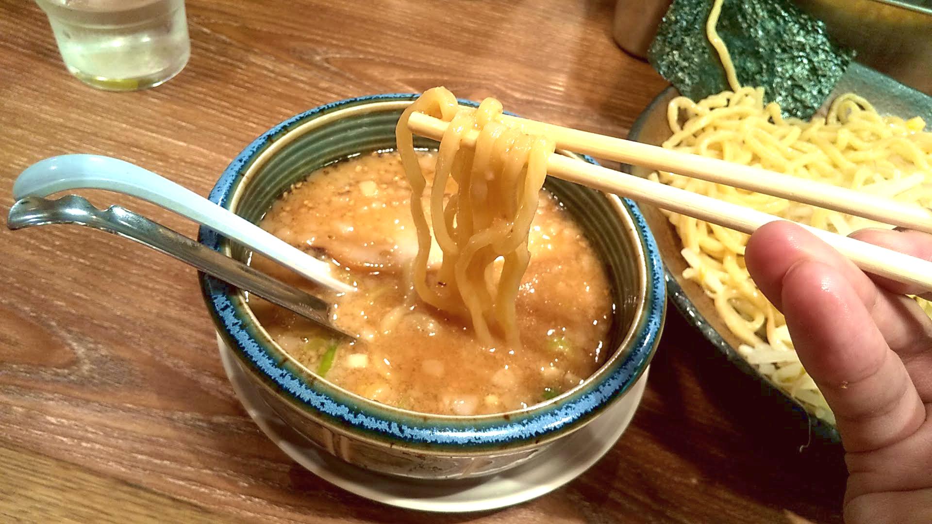 旭川味噌ラーメンばんからのつけ麺の麺リフト写真