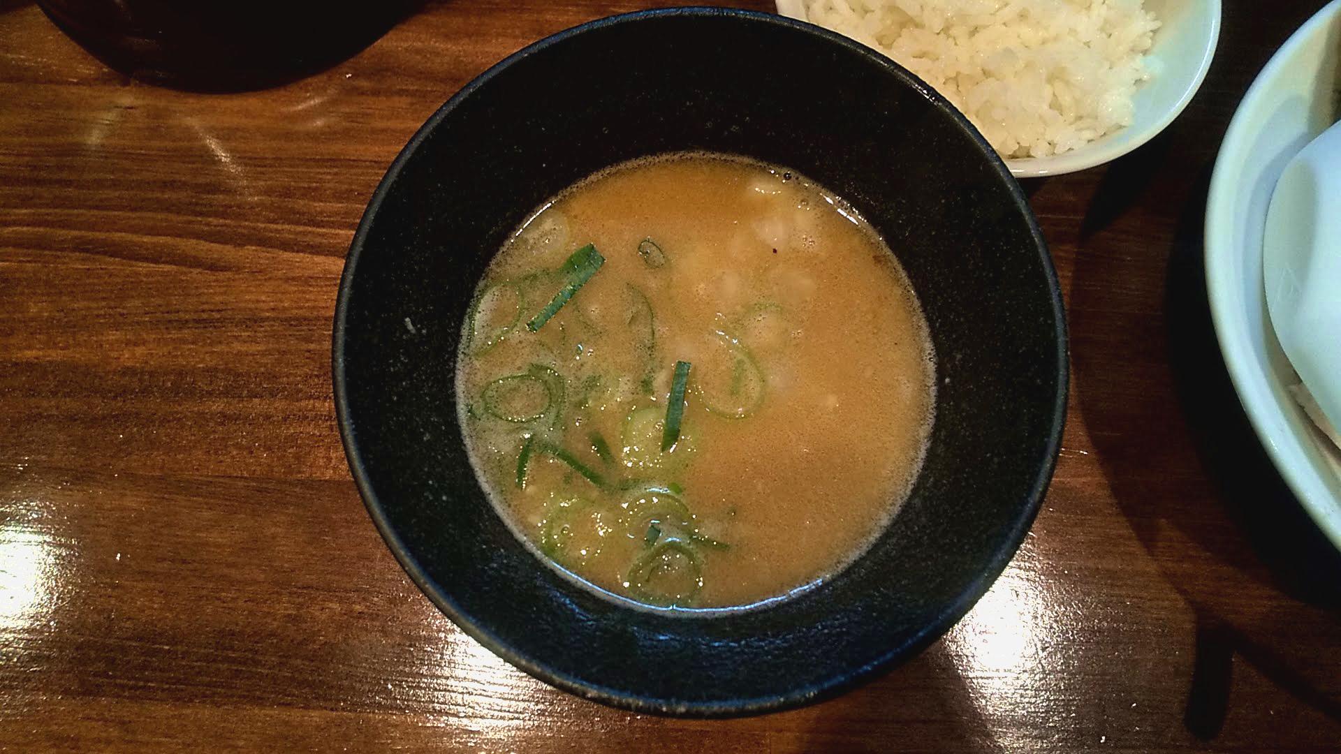 ばらいちの特製つけ麺のつけ汁の写真