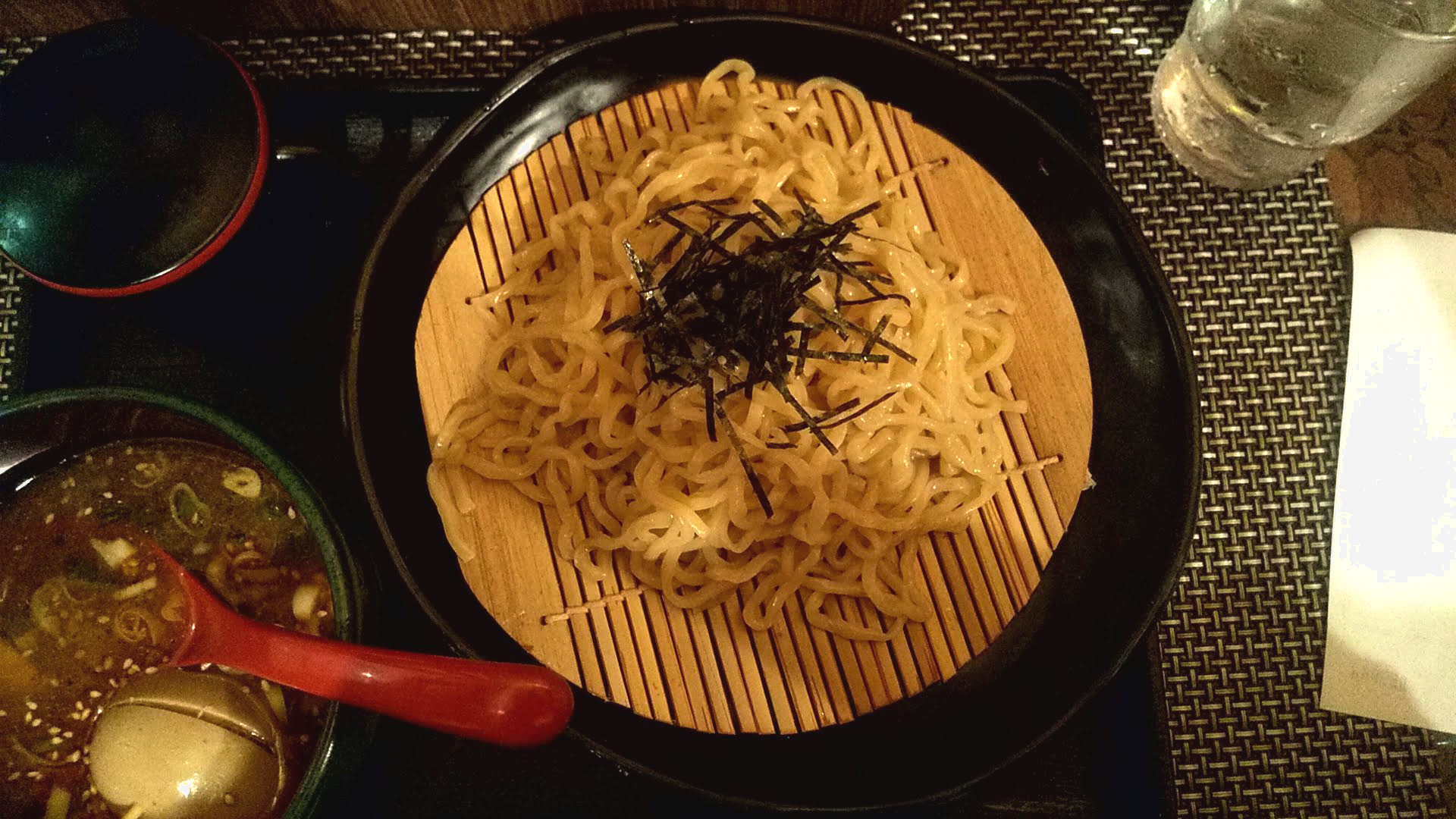 ABCラーメンのつけ麺の麺皿の写真