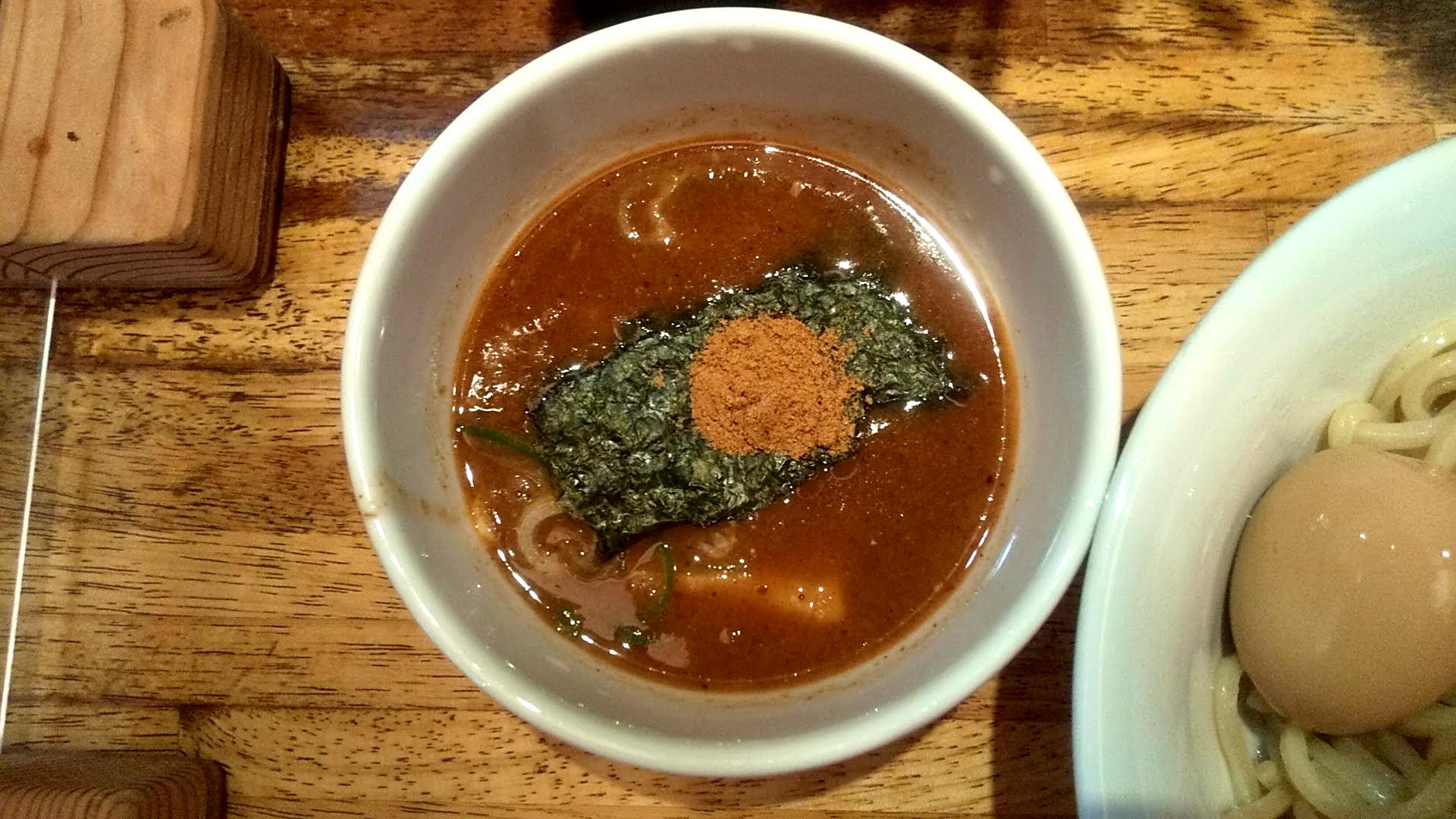 三田製麺所の朝つけ麺のつけ汁の写真
