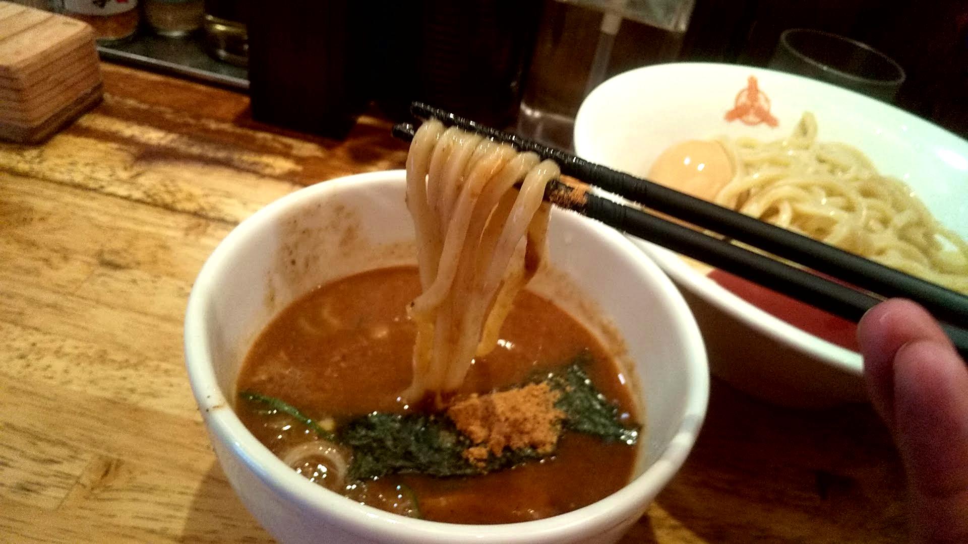三田製麺所の朝つけ麺の麺リフト写真
