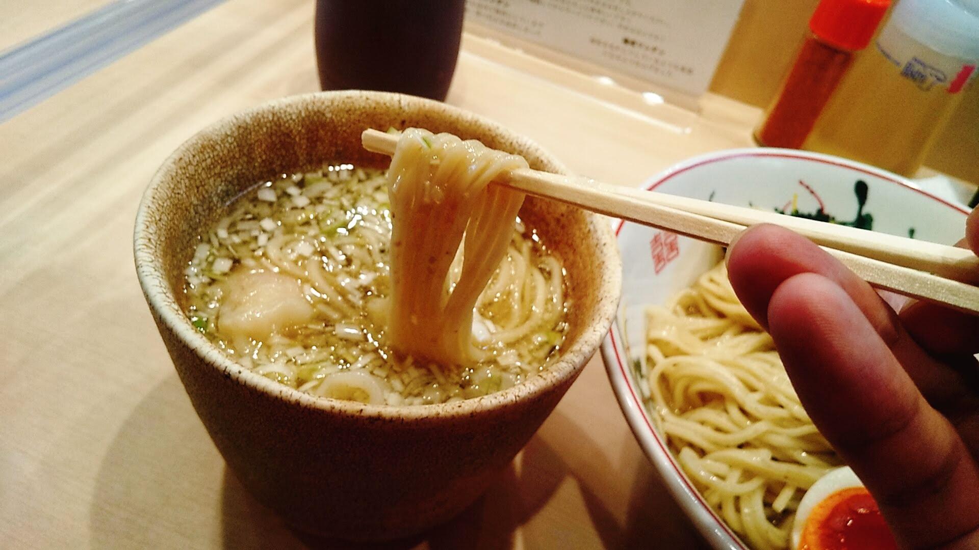 金龍の全部入りつけ麺の麺リフト写真