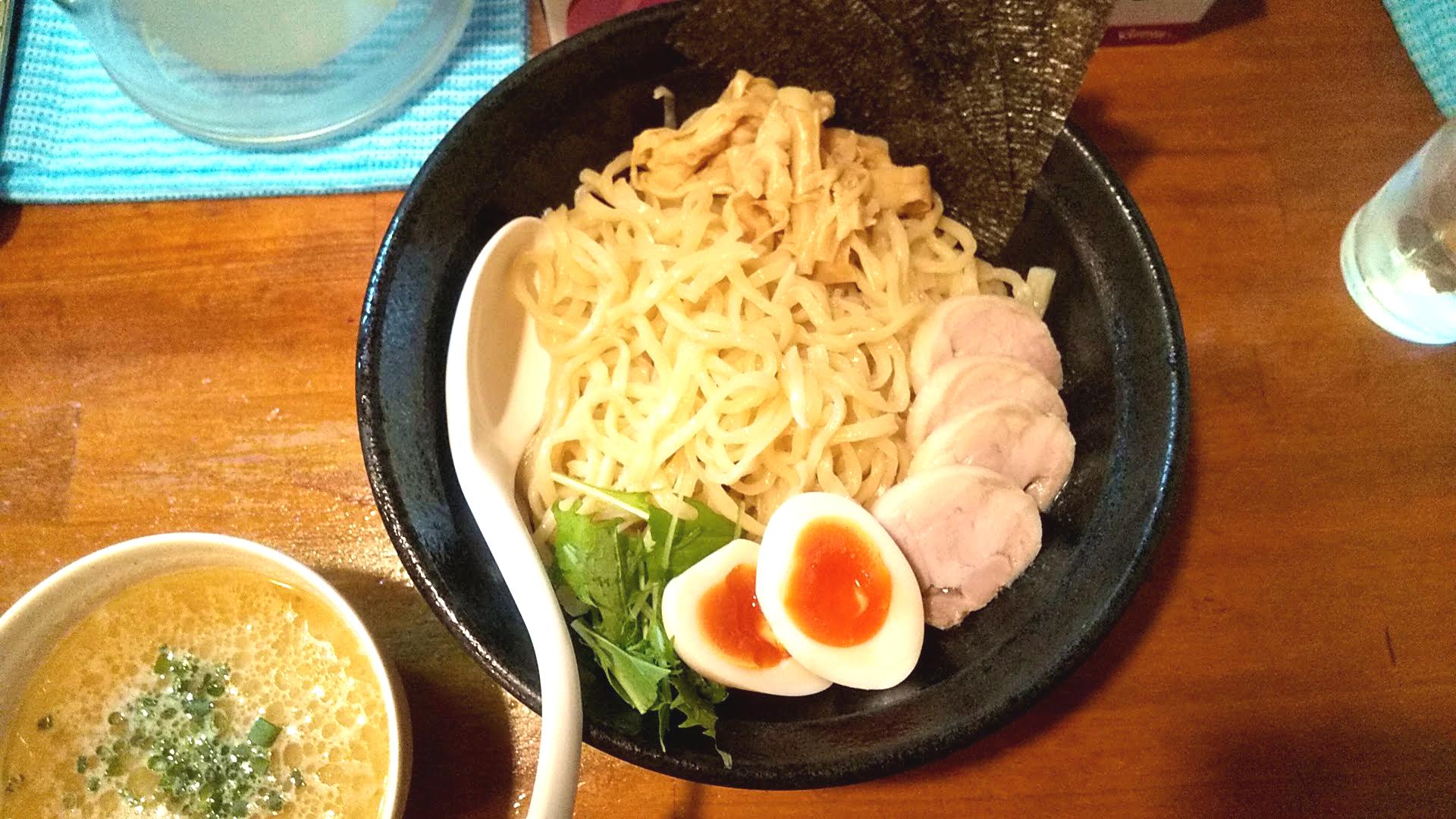 麺屋一楽の特製鶏白湯つけ麺の麺皿の写真