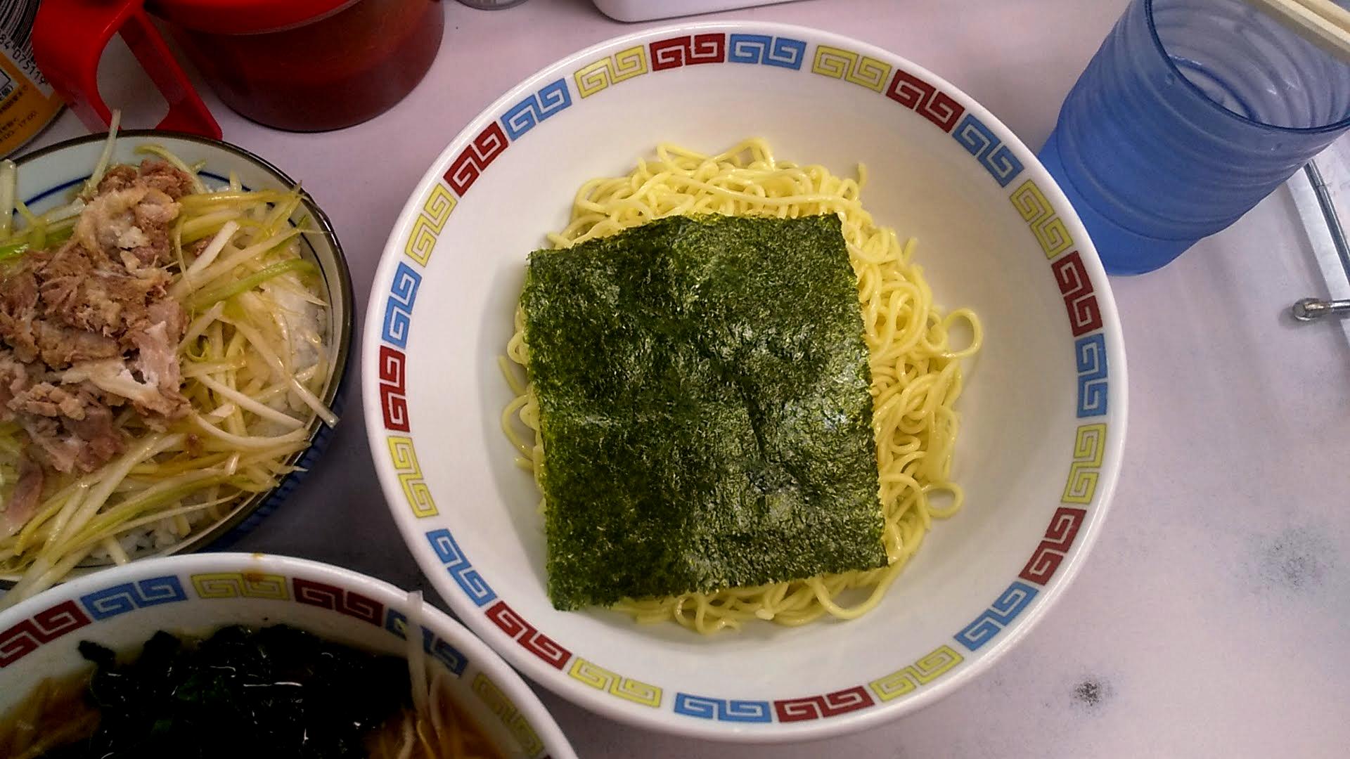 ◯つばき食堂のつけ麺の麺皿の写真