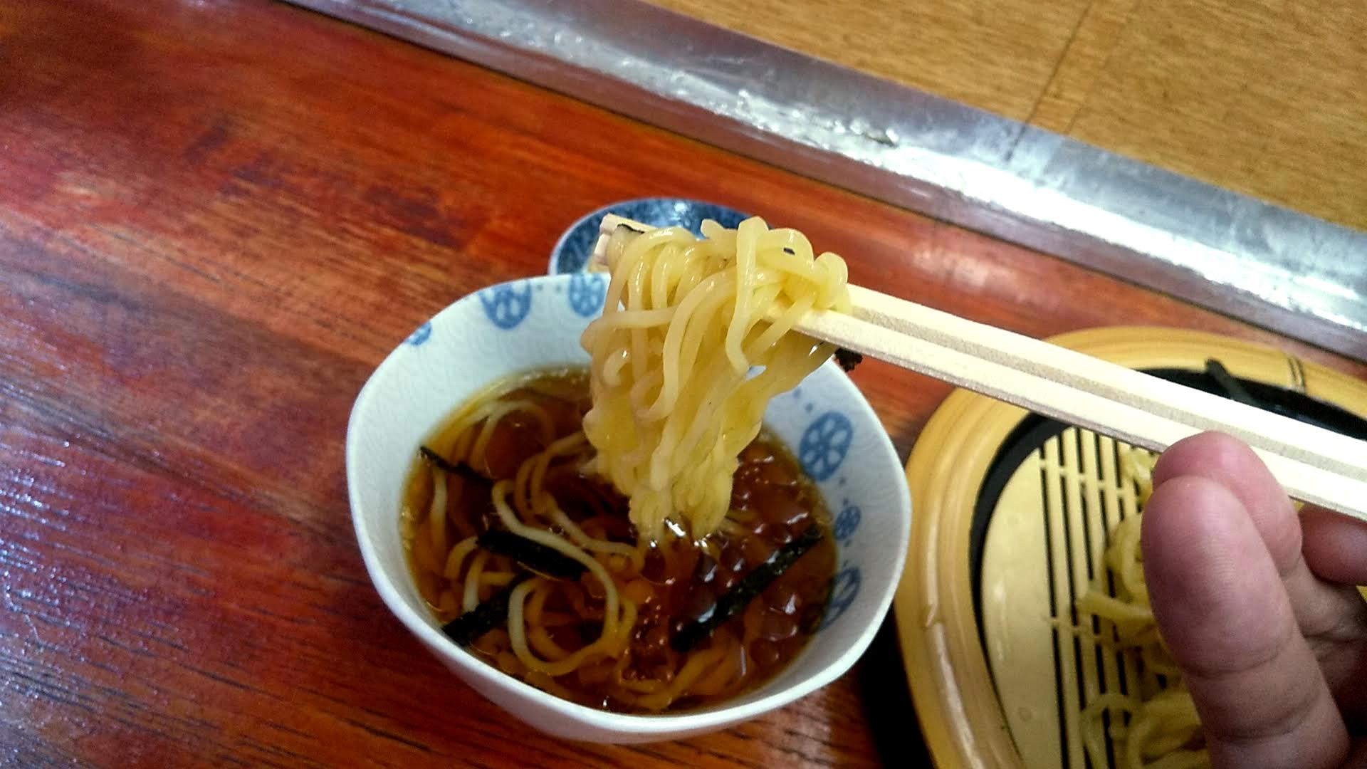 関取ラーメン竜軒のざる中華の麺リフト写真