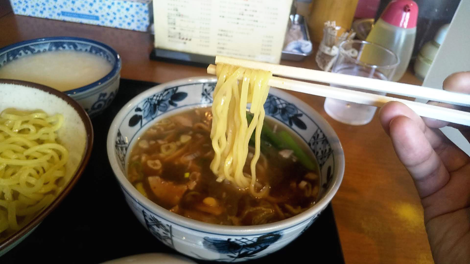 けんけんのつけ麺中華粥セットの麺リフト写真