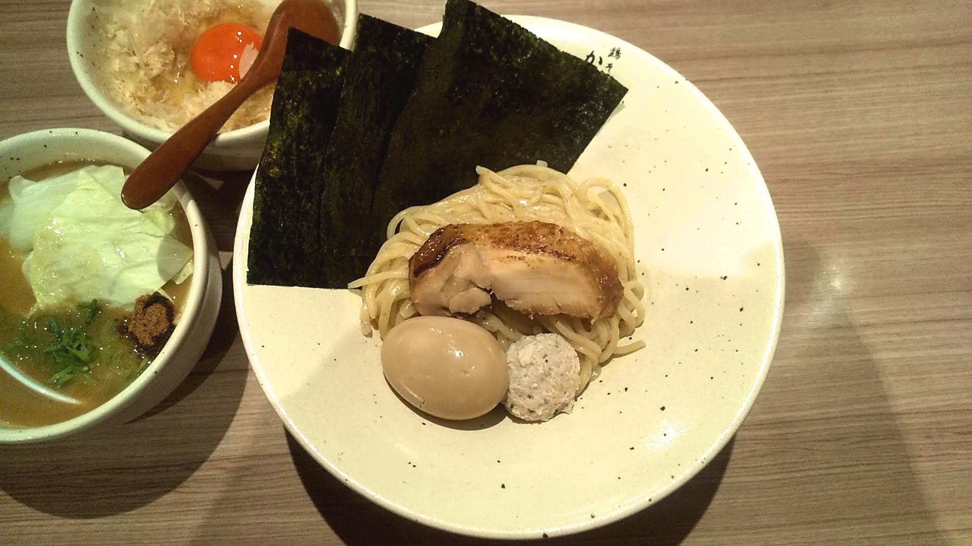 鶏そばかぐら屋の特製つけ麺の麺皿の写真