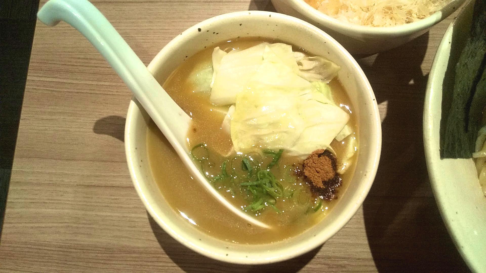 鶏そばかぐら屋の特製つけ麺のつけ汁の写真