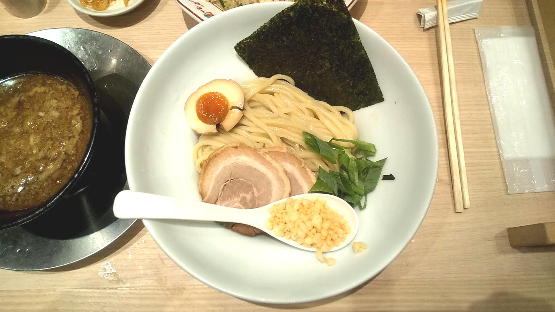 一風堂浅草橋本舗の太つけ麺の麺皿の写真