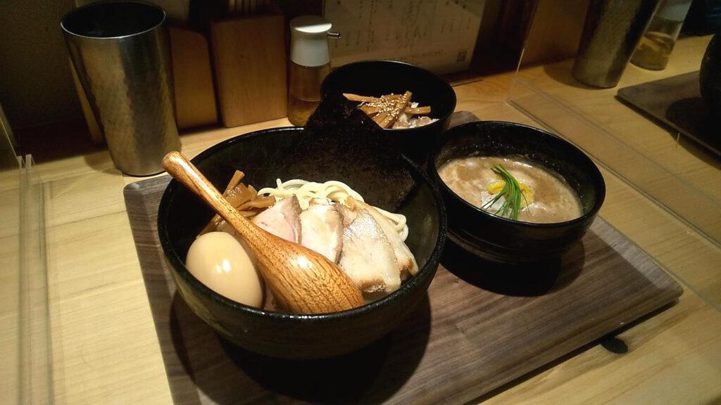 麺屋周郷の特製つけ麺の写真