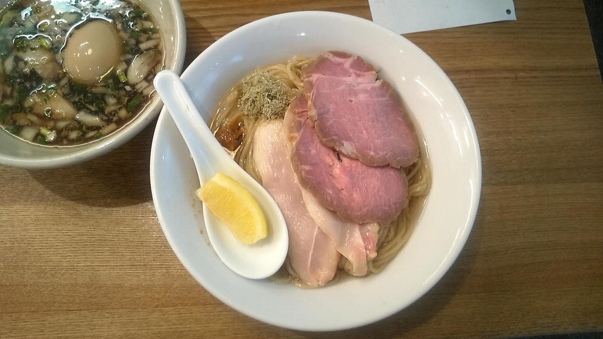 麺尊RAGEの特性つけ麺(煮干し)の麺皿の写真