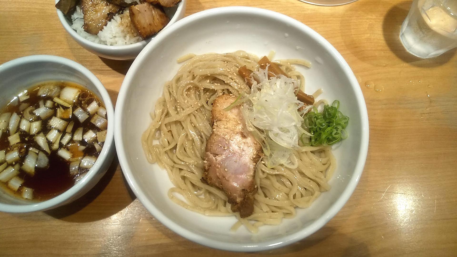 佐々木製麺所のつけ麺の麺皿の写真