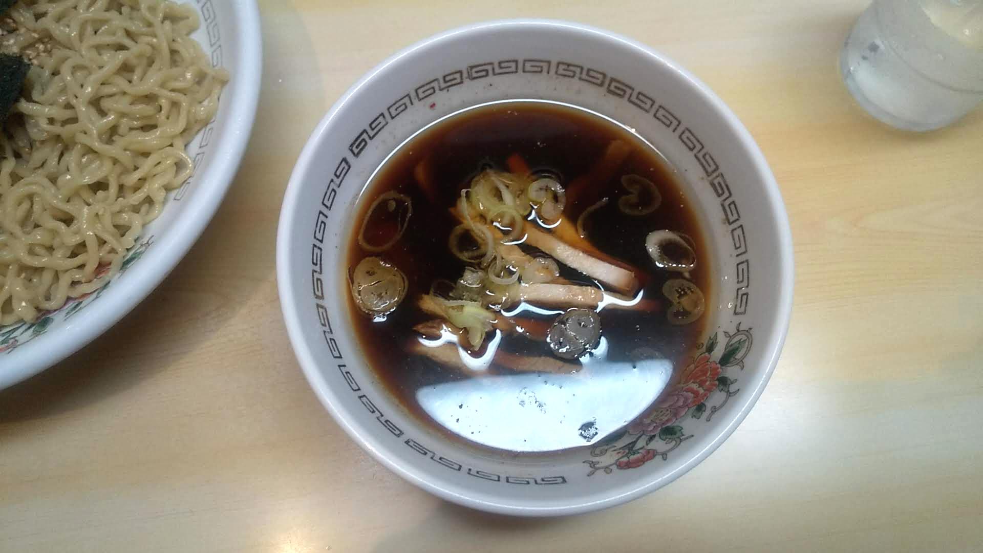 春木屋本店のつけ麺のつけ汁の写真