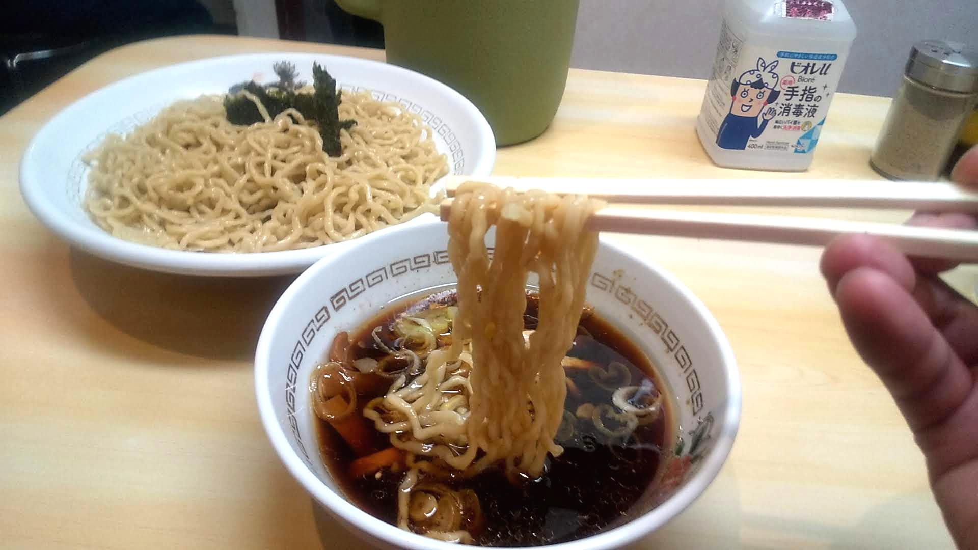 春木屋本店のつけ麺の麺リフト写真