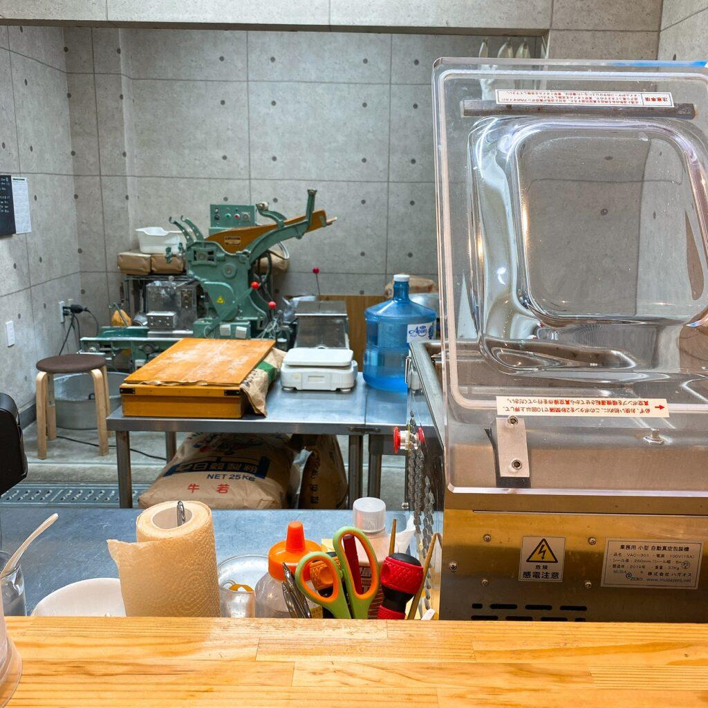 くろ松の製麺機