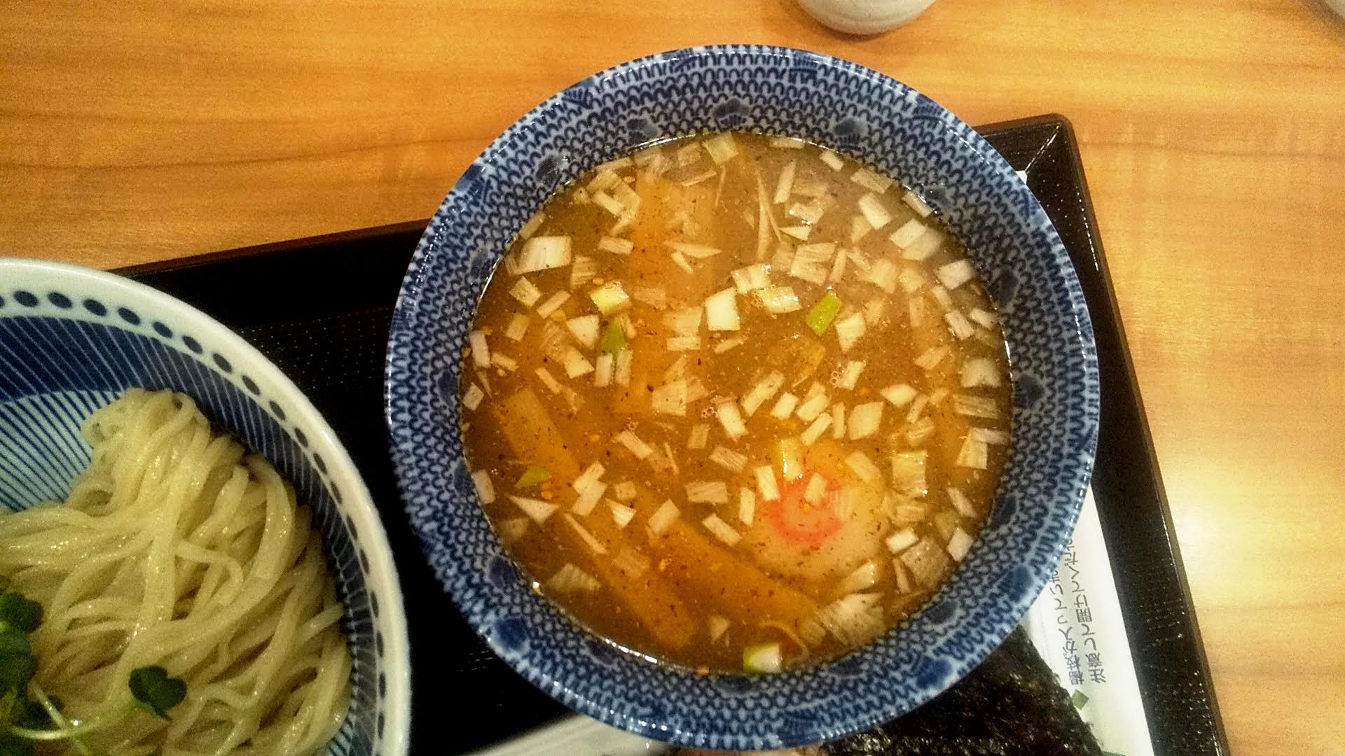らーめん海壱の特製つけ麺のつけ汁の写真