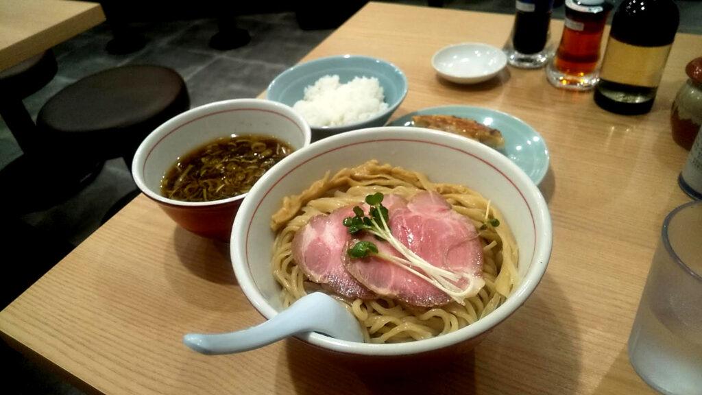 リンダ軒のつけ麺餃子セットの写真