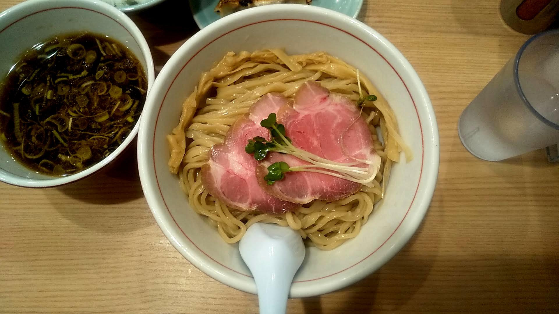 リンダ軒のつけ麺餃子セットの麺皿の写真