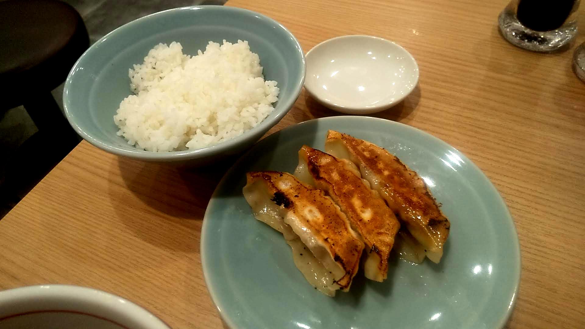 リンダ軒のつけ麺餃子セットの餃子セットの写真
