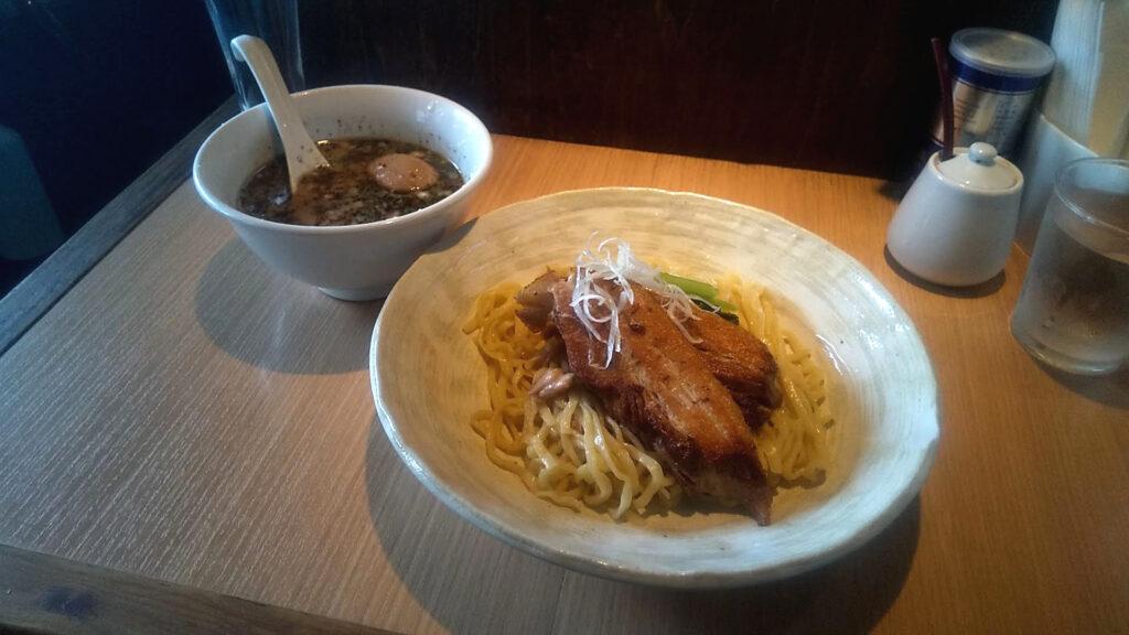 まるめん堂のつけ麺(黒胡椒ラー油)の写真