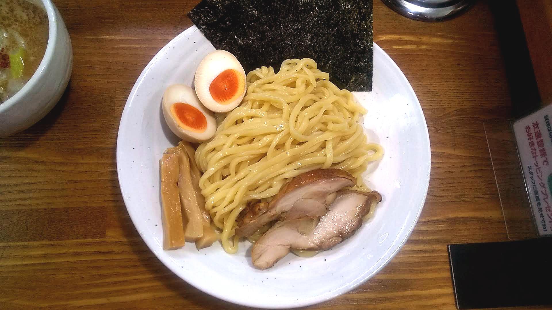 上海麺館の特製鶏つけ麺の麺皿の写真