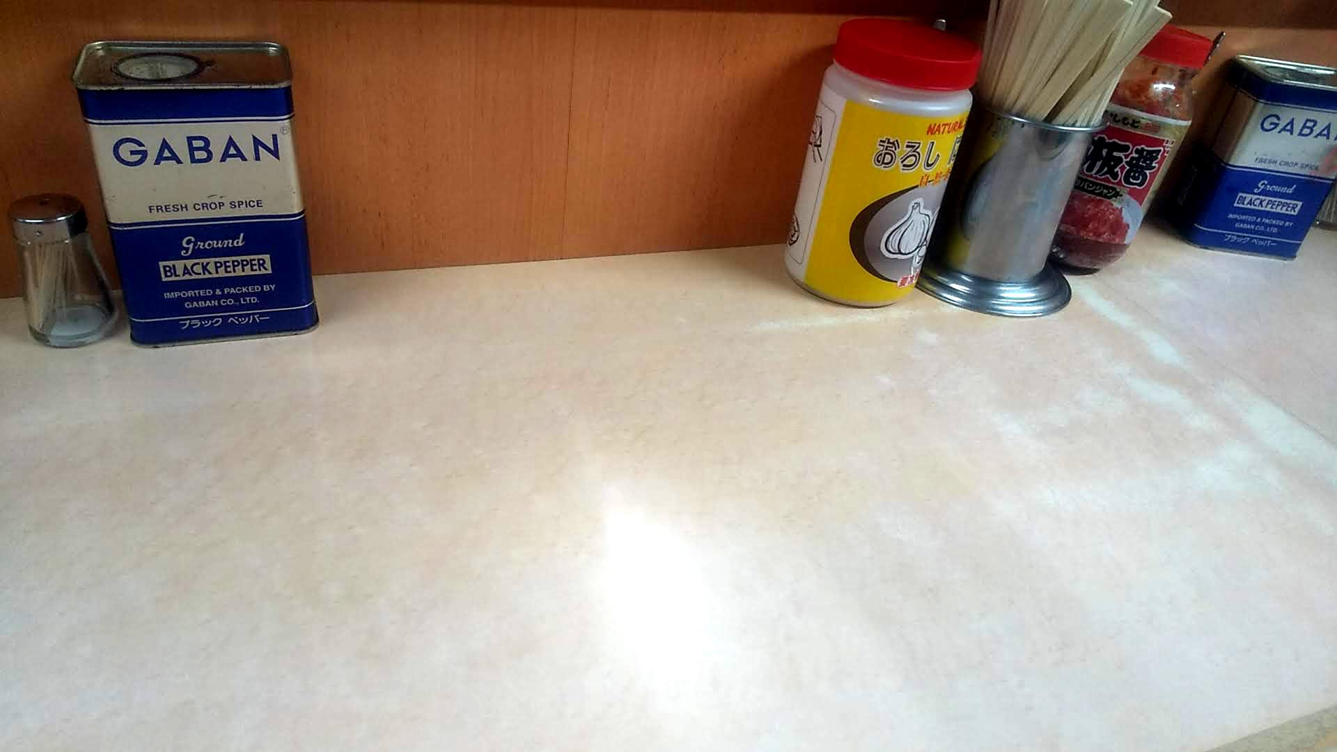 屋台とんとんラーメンの卓上写真
