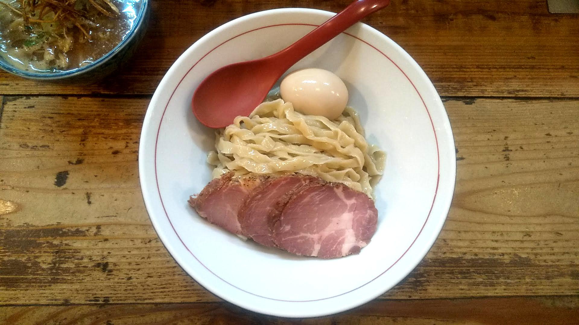 東京味噌らーめん鶉の特製味噌つけ麺の麺皿の写真