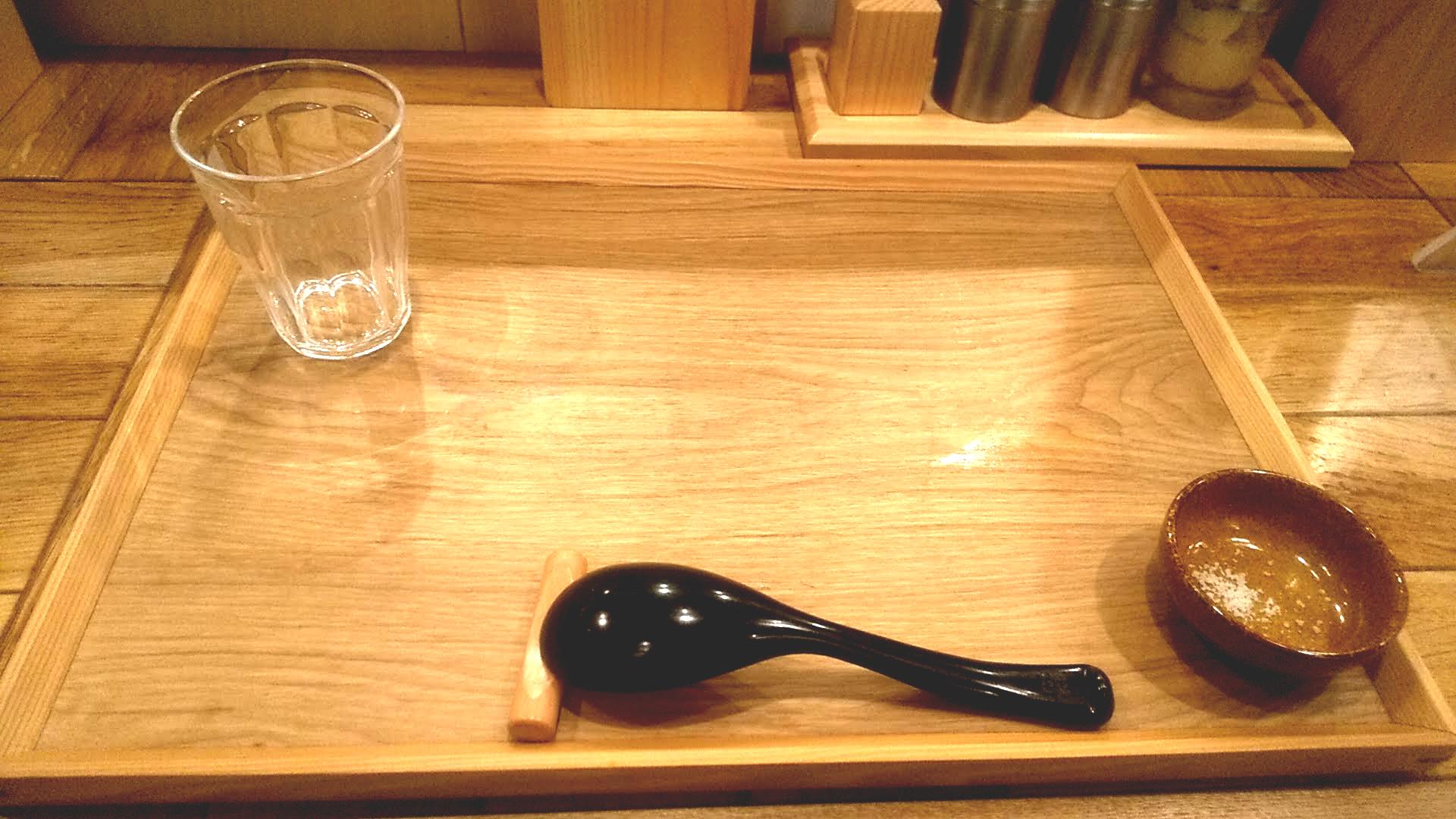 味噌らーめん柿田川ひばりの卓上写真