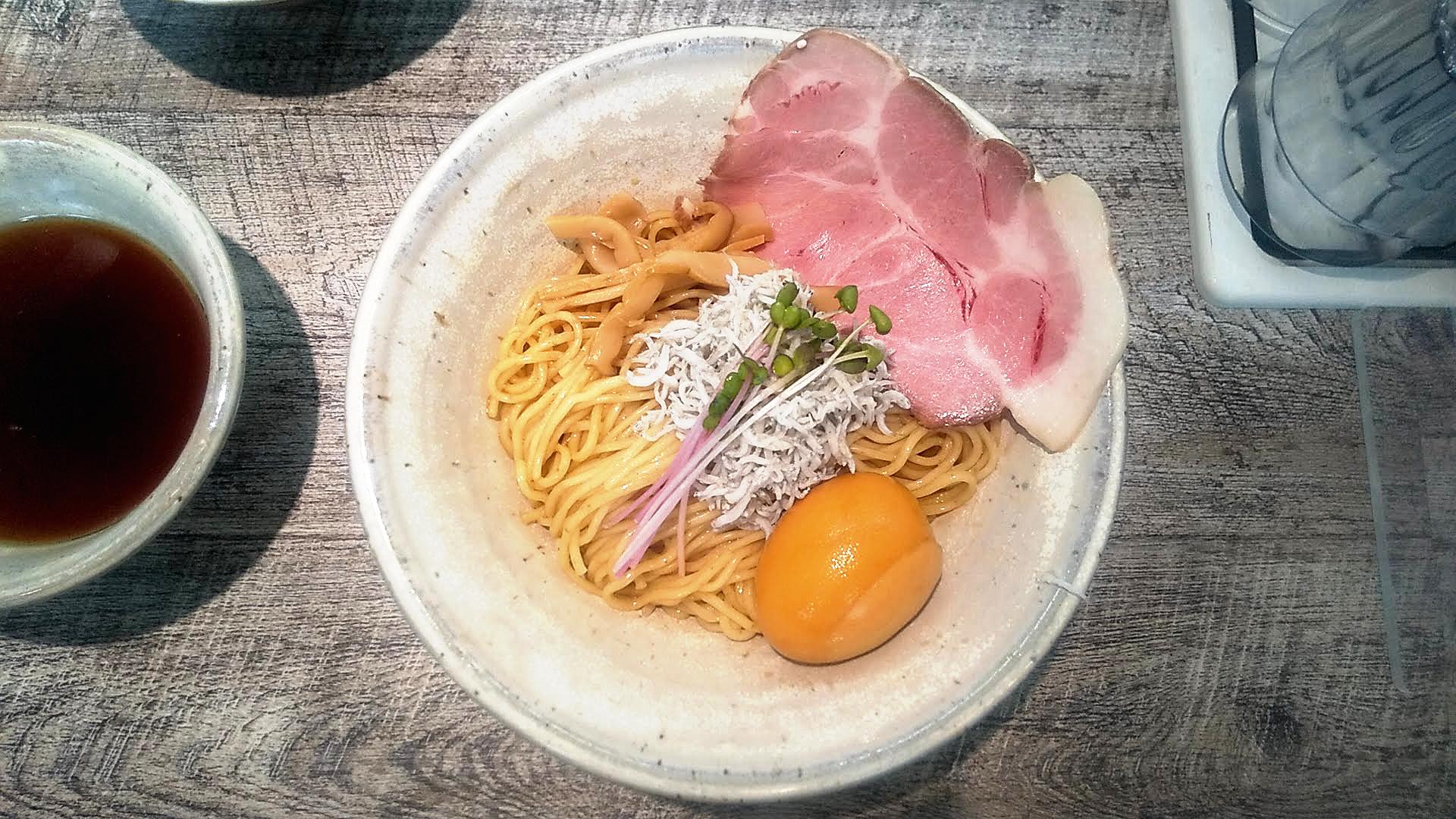 麺食堂くにをのつけ麺の麺皿の写真
