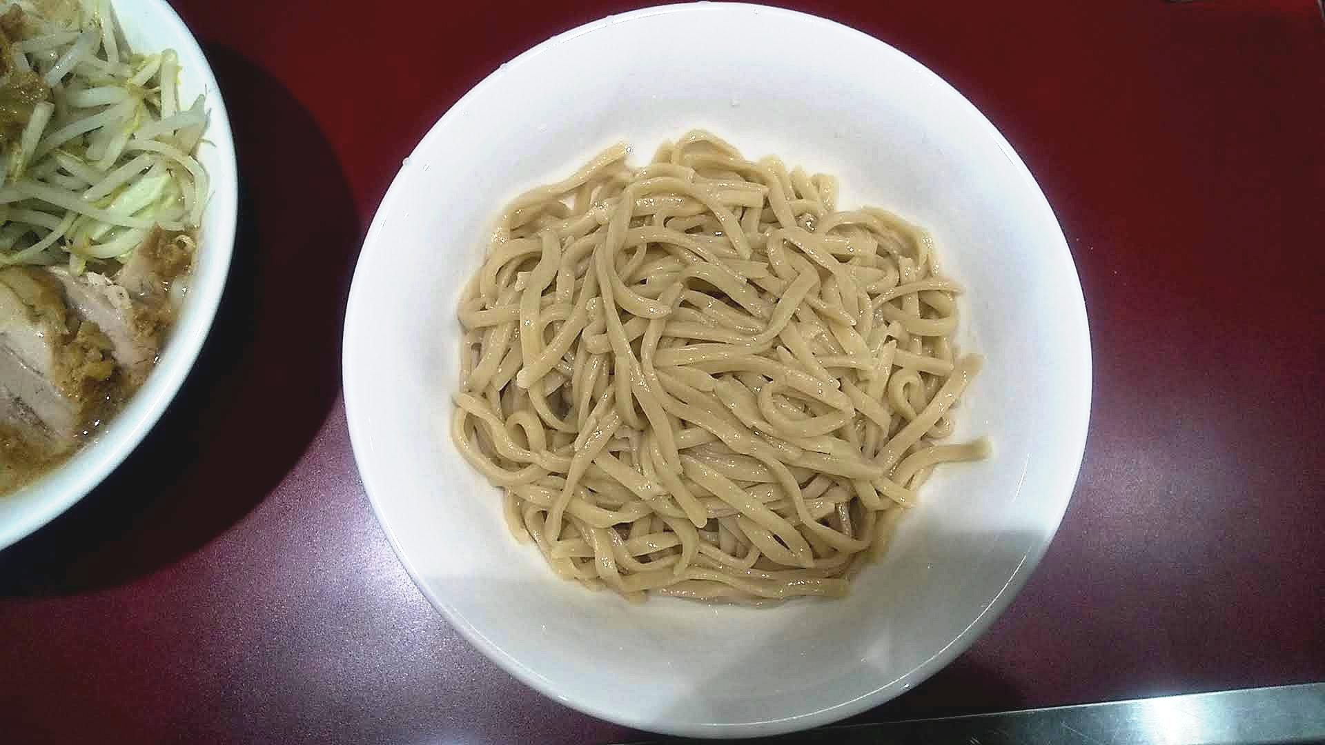 立川マシマシのつけ麺小の麺皿の写真